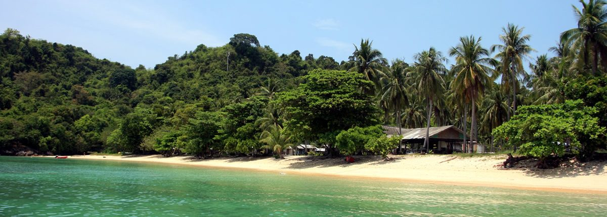Koh Ngai Resorts am Strand